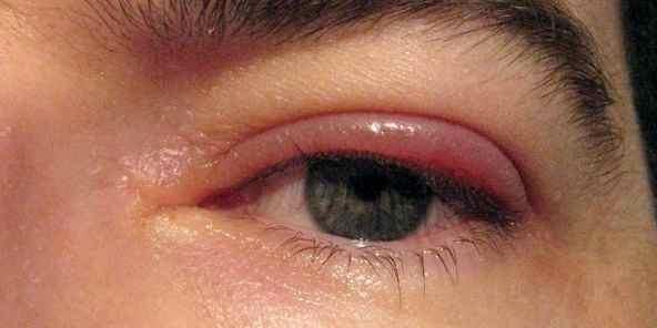 Макияж для голубых глаз с рыжими волосами
