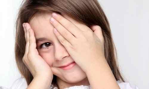 Как лечить ребенка от частого моргания глазами
