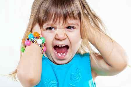 Ребенок устраивает истерики