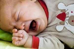 Неспокойно спит ребенок